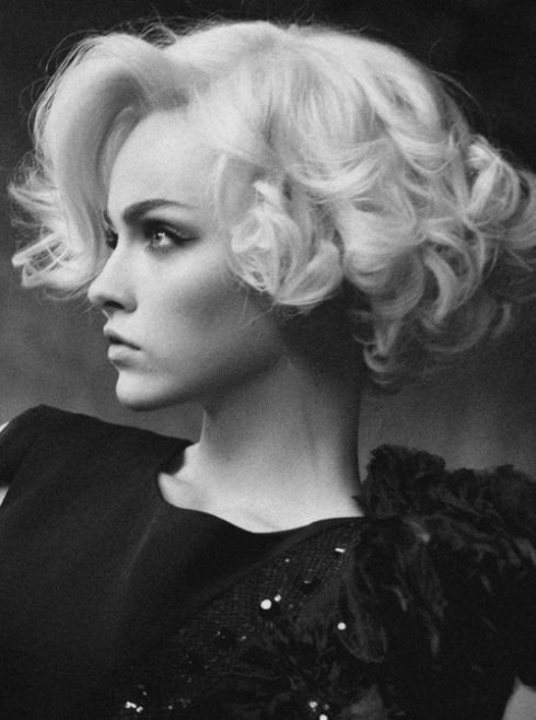 shortplatinumblondecurleswaveshair